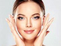 ۴ روش طبیعی برای جوانسازی پلک چشم