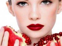 فواید ماسک انار برای تمیزی پوستهای چرب و خشک