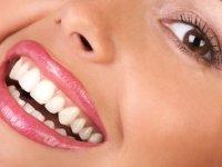۱۳ روش خانگی ارزان برای سفید کردن دندانها