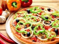 طرز تهیهی پیتزا فلفلدلمهای؛ یک پیتزا کم کالری و رژیمی