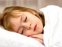 ۳ دلیلی که ثابت می کند کودک باید ساعت ۹ بخوابد