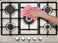 ۴ راهکار جالب برای پاک کردن روغن سوخته از روی اجاق گاز
