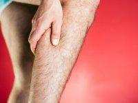 علت گرفتگی عضلات پا در شب چیست؟