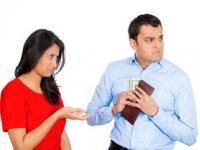 چگونه با شوهر خسیس رفتار کنیم؟