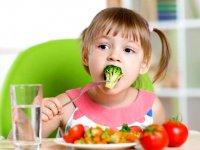 کودکان و نوجوانان میوه و سبزی بیشتری بخورند