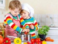 عوامل موثر در شكلگیری عادات غذائی در كودكان