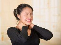 ۸ راهکار ساده برای درمان خشکی گردن