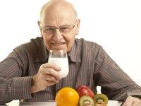 جلوگیری از ضعف استخوان در سالمندان با لبنیات