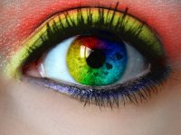 چرا انسانها چشمان سیاه ندارند؟