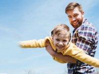 مزایای عشق ورزی  والدین برای کودک