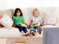 تماشای تلویزیون هنگام غذا خوردن