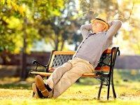 عبور از تنهایی در دوران بازنشستگی با خاطره گویی