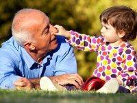 فواید زندگی سالمند در کنار کودک