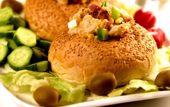 سالاد در نان