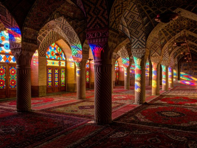 مسجد نصیرالملک و جادوی رنگها