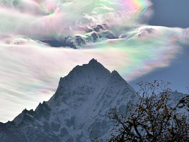 ابرهای از جنس رنگین کمان