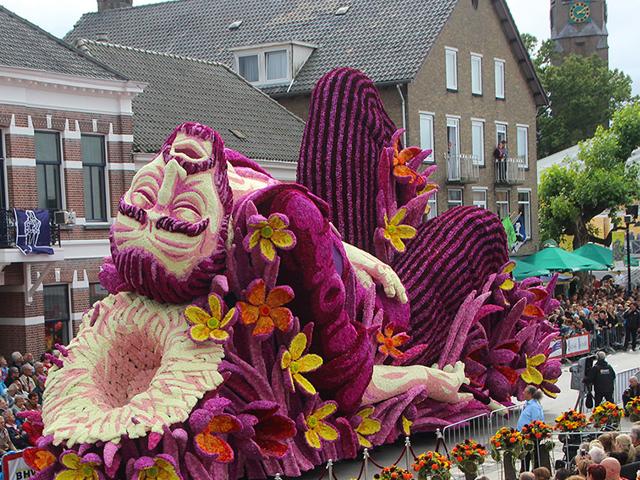 بزرگترین رژه گل در هلند به افتخار ون گوگ