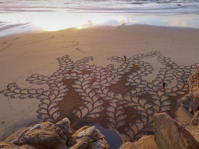 طراحی های جالب بر روی شن های ساحل