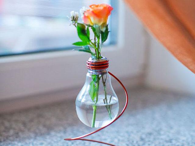 گلدان هایی از جنس لامپ