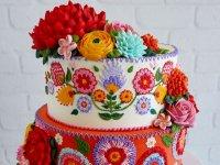 کیک با تزئینات گلدوزی